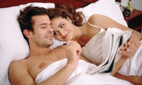 Couple-reading-in-bed-001