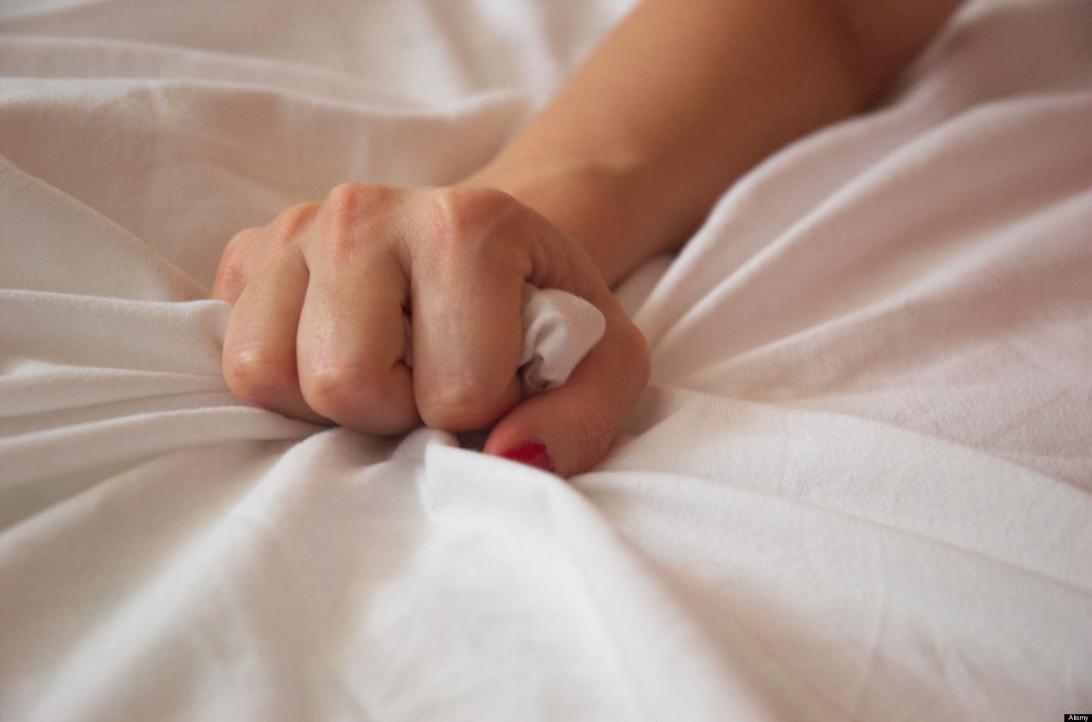 AEEHJ0 Woman s Hand Squeezing Bed Sheet